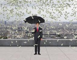 homme costume parapluie pluie de billets